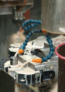 Il macchinario Transfer esegue lavorazioni consecutive come foratura e fresatura