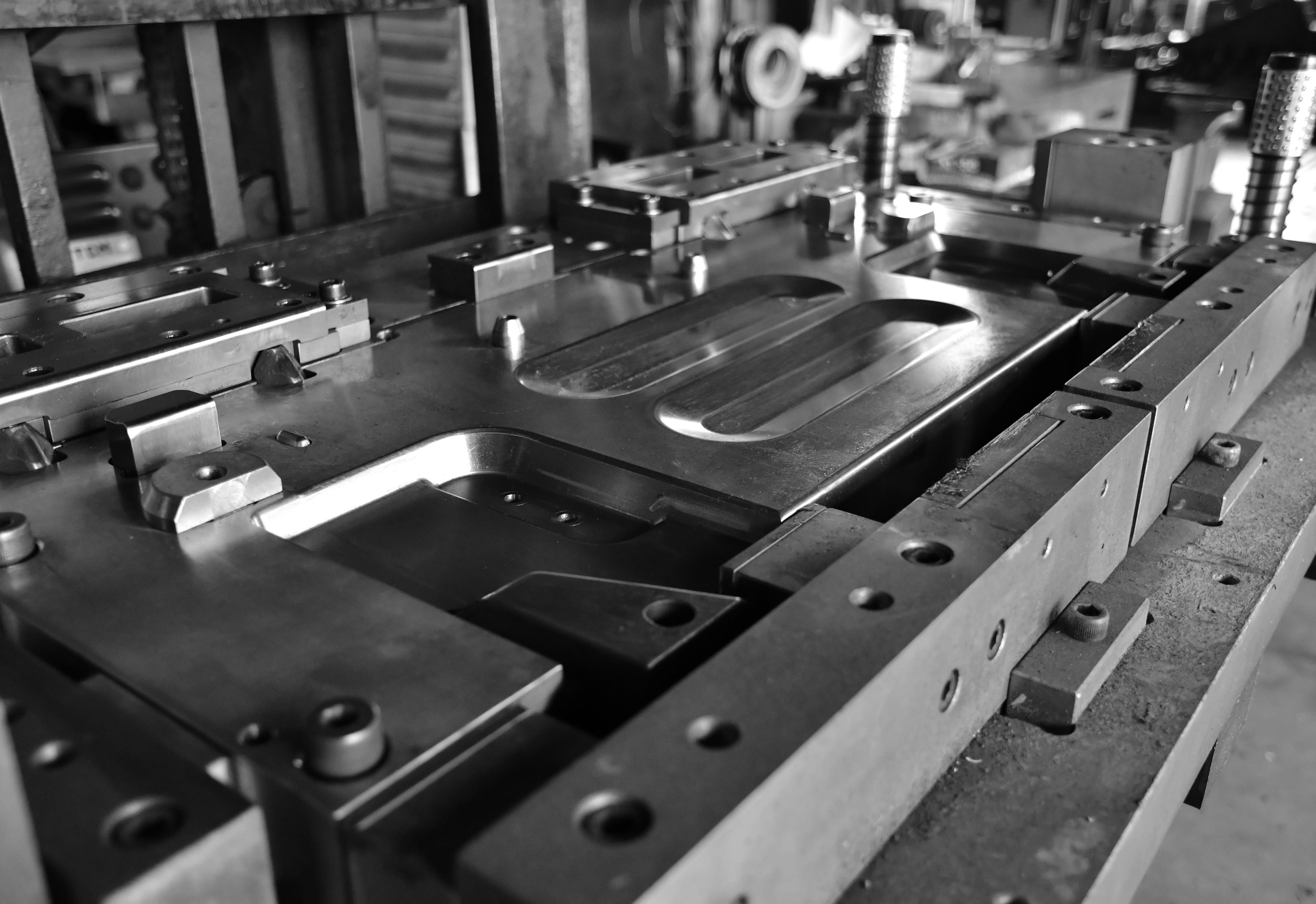 Salva stampo per la fase di avanzamento della lamiera nello stampaggio